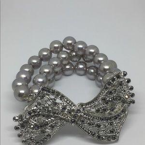 Jewelry - NWOT Faux pearls stretch bracelet